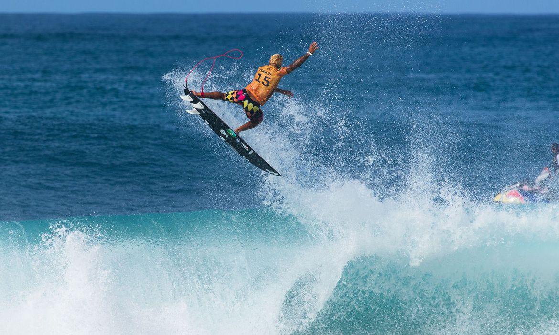 surfe:-italo-e-medina-chegam-as-oitavas-de-pipeline