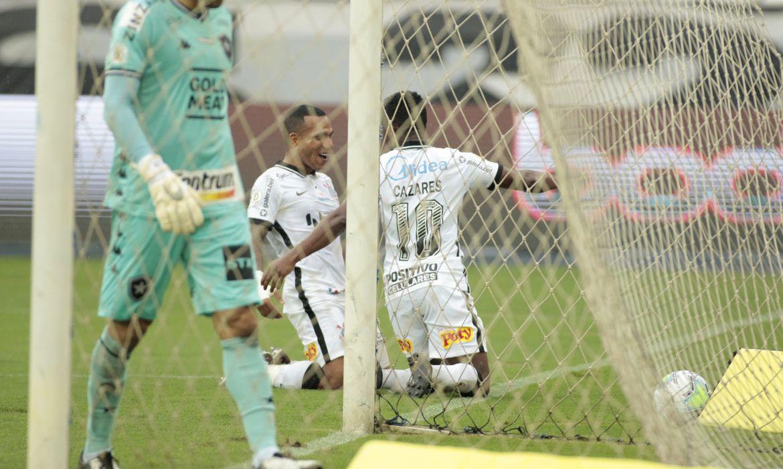 brasileiro:-corinthians-vence-botafogo-no-nilton-santos