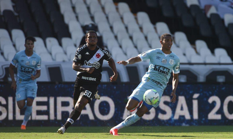 brasileirao:-vasco-segura-santos-e-vence-em-sao-januario-por-1-a-0