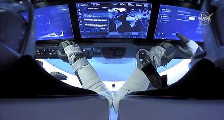 capsula-dragon-da-spacex-chega-a-estacao-espacial-internacional