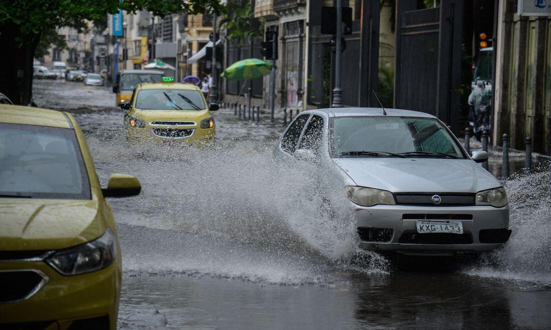 chuva-forte-faz-rio-de-janeiro-entrar-em-estagio-de-atencao