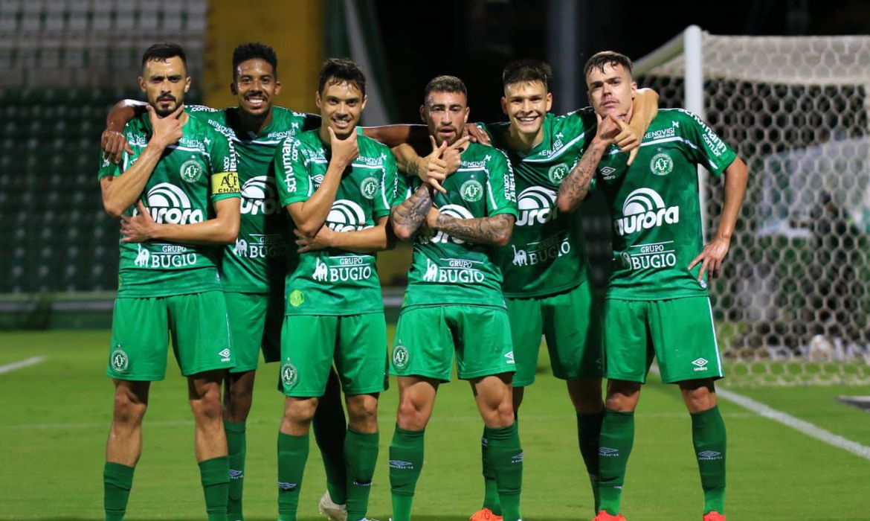 serie-b:-chapecoense-garante-volta-a-elite-do-futebol-brasileiro