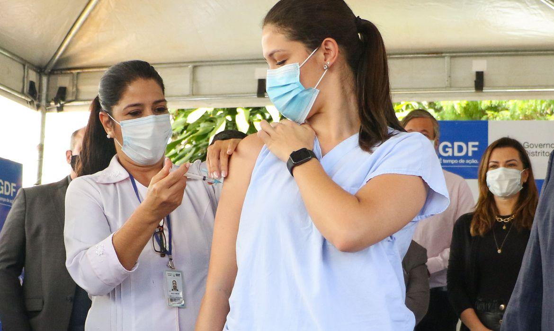 vacinacao-contra-a-covid-19-ja-teve-inicio-em-quase-todo-o-pais