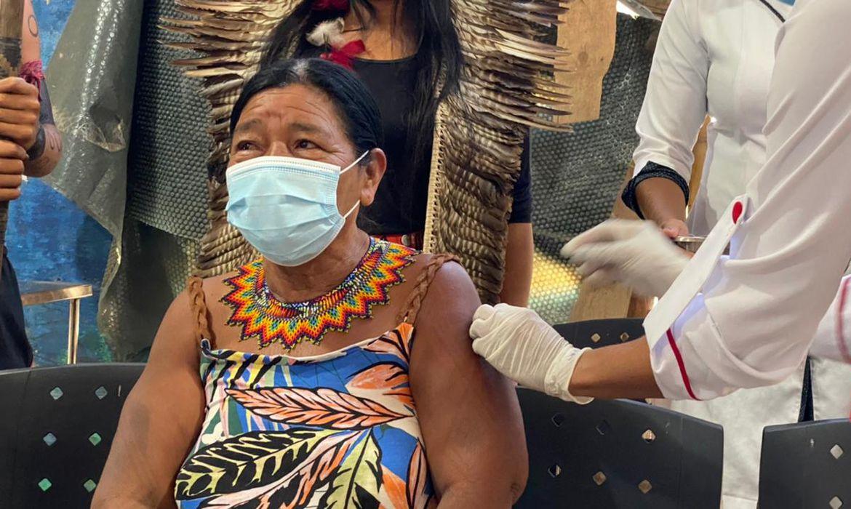 vacinas-para-grupo-prioritario-chegam-a-aldeia-indigena-em-marica