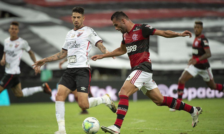 brasileirao:-de-olho-no-titulo,-flamengo-encara-athletico-em-curitiba