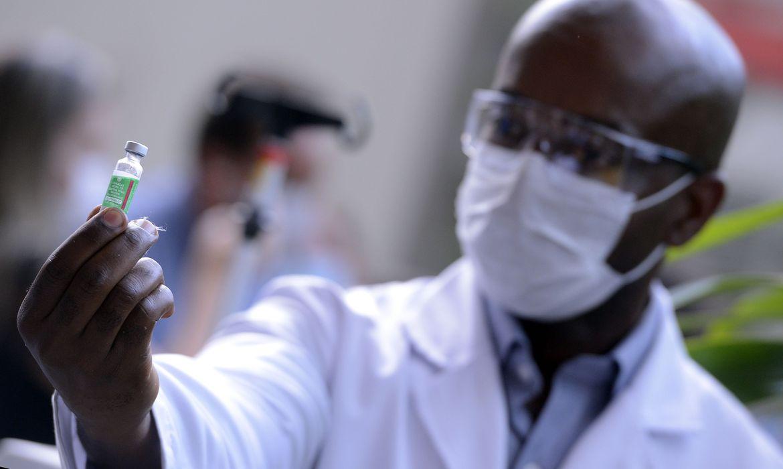estados-brasileiros-comecam-a-receber-vacina-de-oxford
