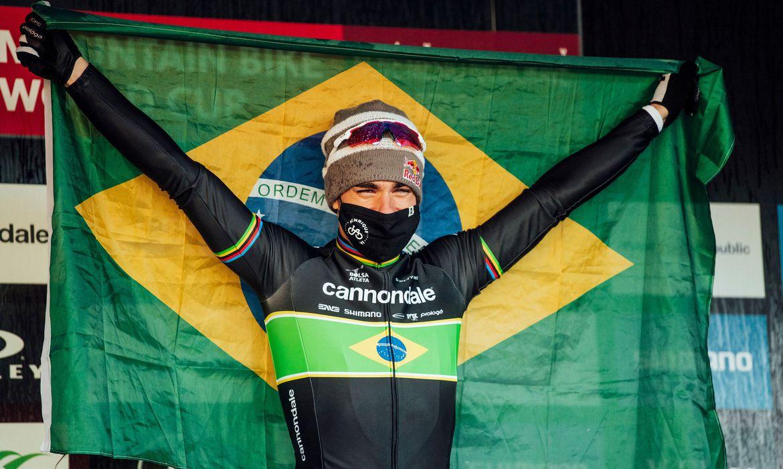 mountain-bike:-henrique-avancini-apresenta-equipe-para-temporada