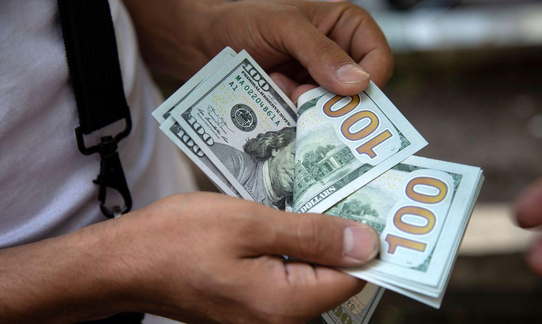 dolar-volta-a-r$-5,40-com-tensoes-no-mercado-externo