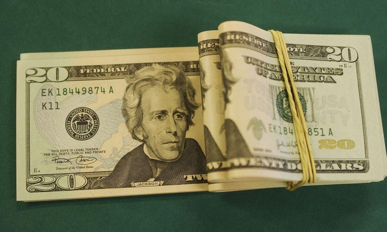 dolar-fecha-em-r$-5,47-e-tem-maior-alta-mensal-desde-marco-de-2020