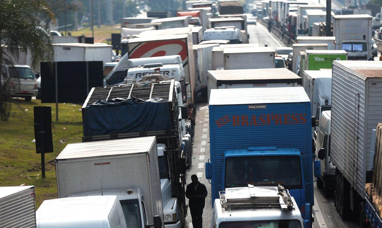 justica-federal-proibe-caminhoneiros-grevistas-de-bloquear-br-101