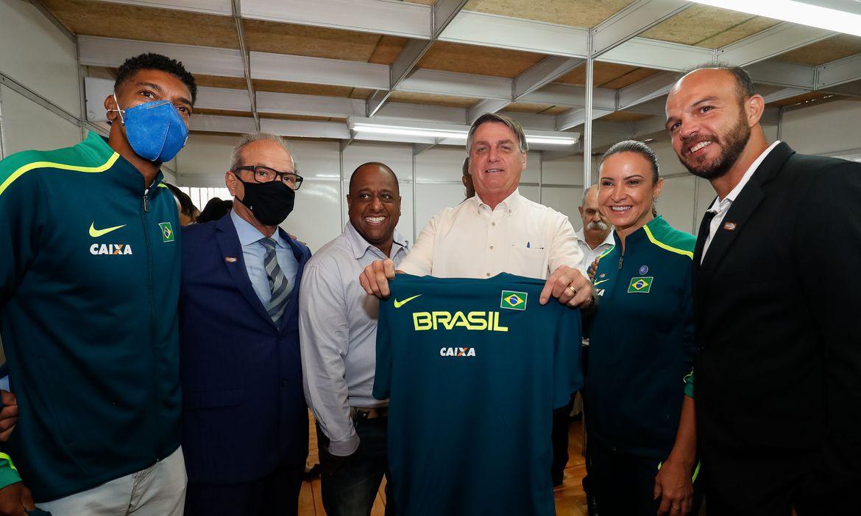 bolsonaro-inaugura-centro-de-treinamento-em-atletismo-no-parana