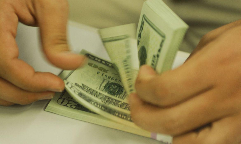 dolar-encosta-em-r$-5,45-apos-resultados-da-economia-americana