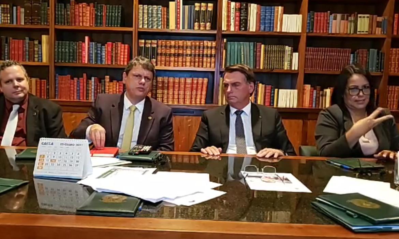 bolsonaro-diz-que-impostos-federais-sobre-gas-e-diesel-serao-zerados