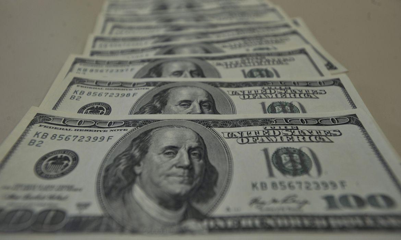 dolar-tem-pequena-queda-e-fecha-a-r$-5,42