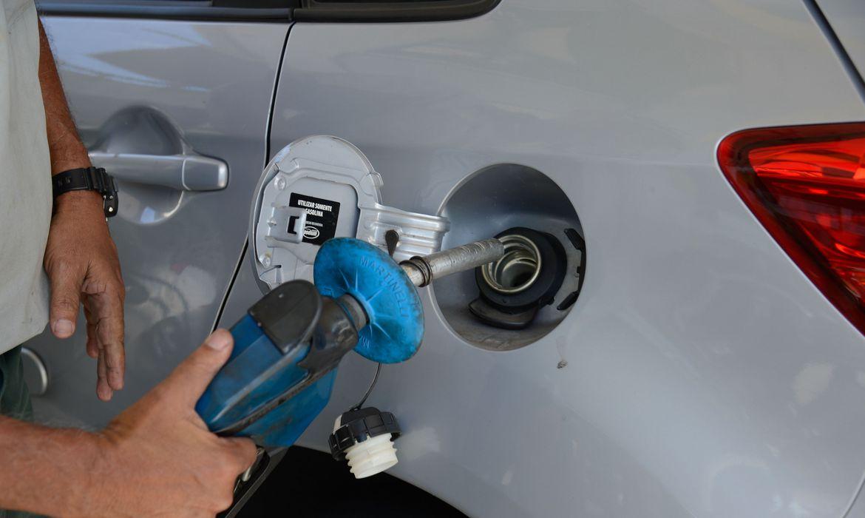 precos-de-gasolina,-diesel-e-gas-aumentamhojenas-refinarias