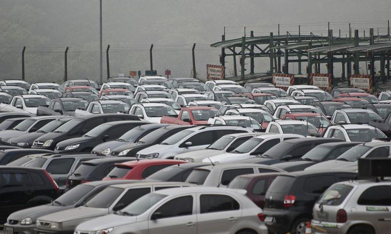 emplacamento-de-automoveis-e-de-veiculos-leves-tem-queda-de-17,85%