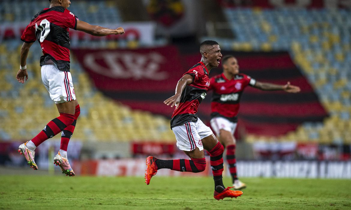 estadual:-com-time-alternativo,-flamengo-supera-nova-iguacu