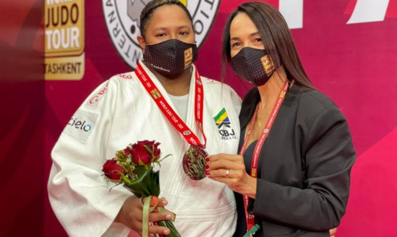 beatriz-souza-conquista-medalha-de-prata-no-grand-slam-de-tashkent