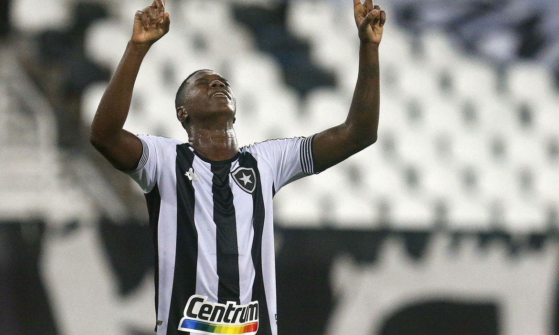 botafogo-sobra-diante-do-resende-e-sobe-para-terceiro-lugar-no-carioca