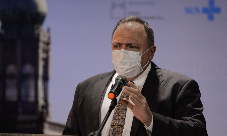 ministro-da-saude-pede-a-consorcio-de-vacina-atencao-ao-brasil