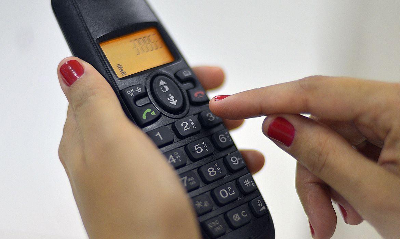 telefone-faz-145-anos:-brasileiros-contam-historias-sobre-o-aparelho