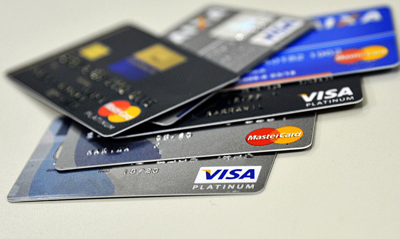 juros-anuais-do-cartao-de-credito-chegam-a-ate-875%
