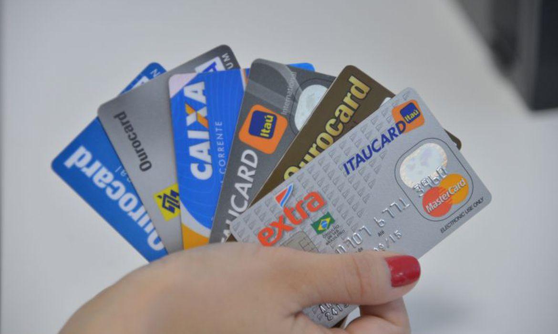 contribuinte-pode-pagar-taxas-federais-com-cartao-de-credito