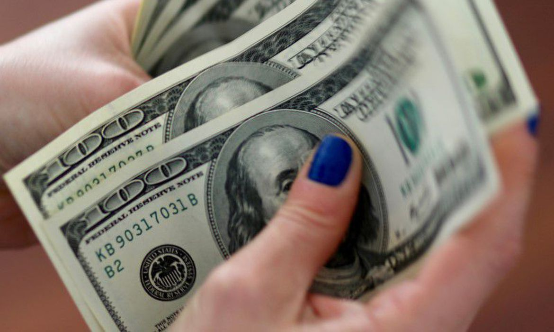 dolar-cai-na-vespera-de-copom-e-fed