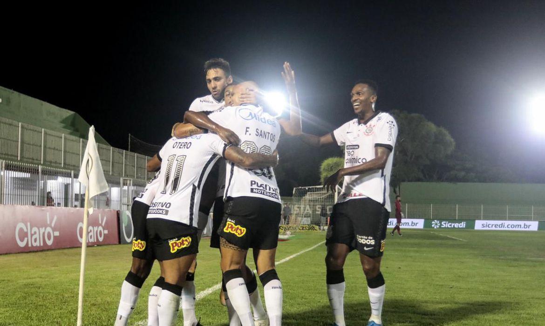 nos-penaltis,-corinthians-supera-retro-na-copa-do-brasil