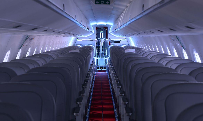 robos-suicos-usam-luz-ultravioleta-para-desinfetar-avioes