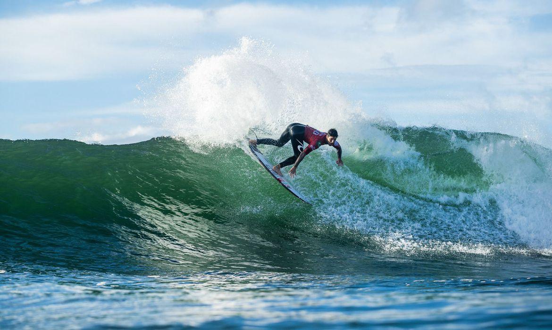 surfe:-cinco-brasileiros-avancam-para-quartas-de-final-em-newcastle