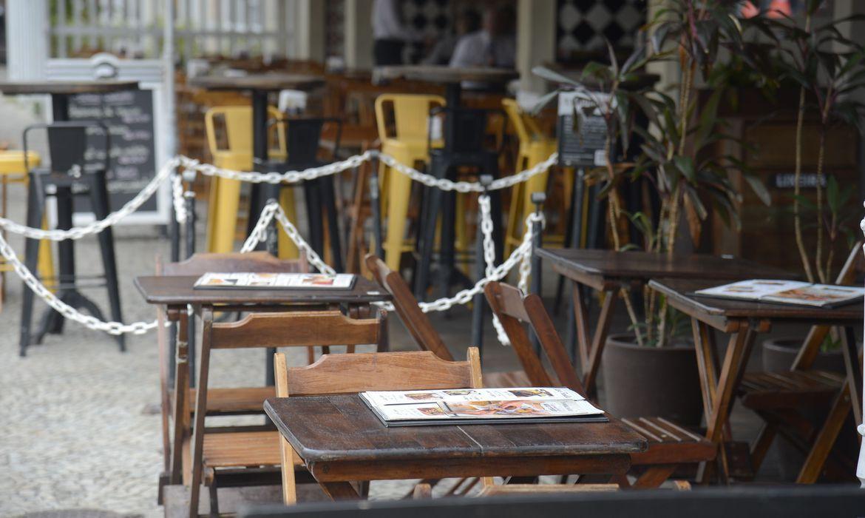 covid-19:-df-amplia-horario-de-abertura-de-bares-e-restaurantes