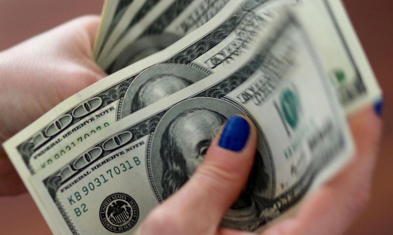dolar-fecha-no-menor-nivel-em-um-mes-apos-acordo-sobre-orcamento