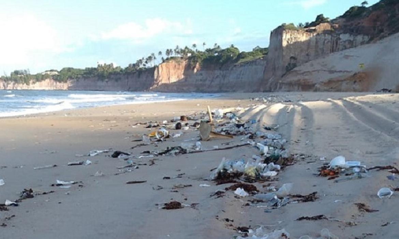 toneladas-de-lixo-urbano-sao-encontradas-em-praias-do-rn
