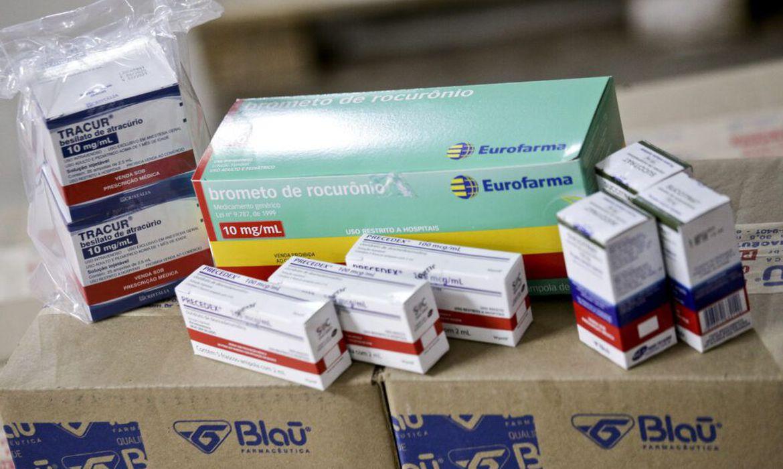 estados-receberao-864-mil-unidades-de-medicamentos-de-intubacao