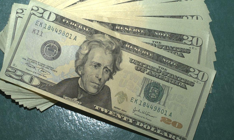 dolar-volta-a-cair-e-fecha-no-menor-valor-desde-janeiro