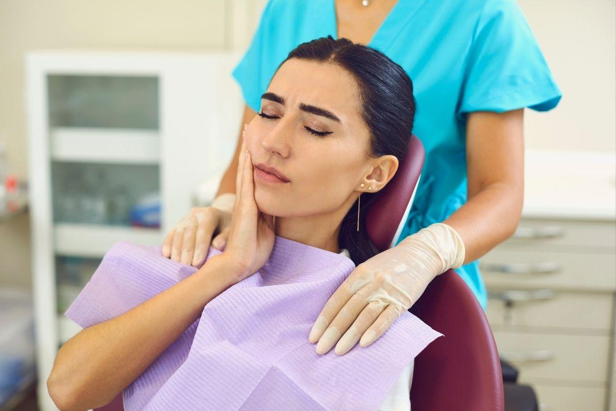 Como saber se minha dor de dente é causada por cárie ou sensibilidade