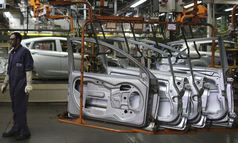 producao-industrial-cai-2,4%-de-fevereiro-para-marco
