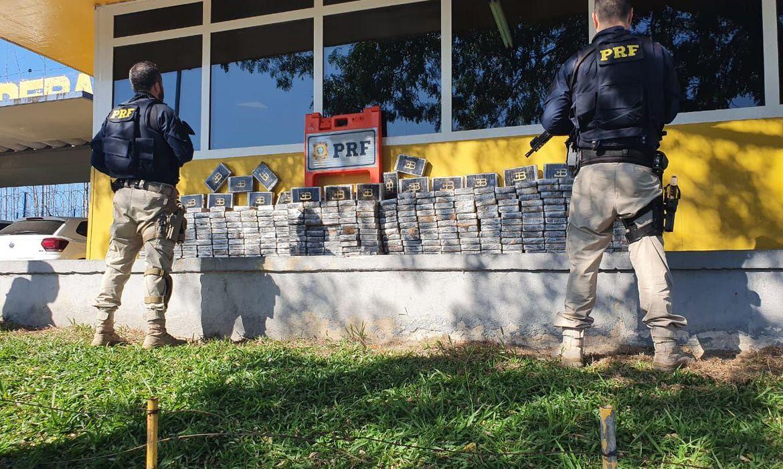 policia-apreende-300-quilos-de-cocaina-no-rio-de-janeiro