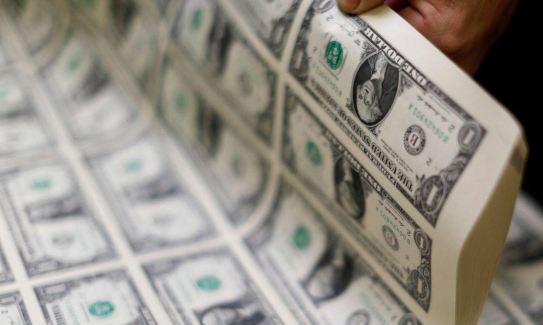 dolar-cai-para-r$-5,36-a-espera-de-aumento-na-taxa-selic