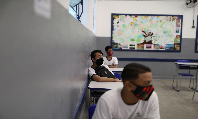 covid-19:-aulas-com-presenca-intercalada-elevam-risco-de-contagio