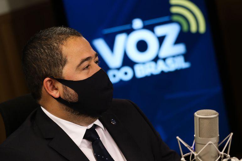 2005.2021/andre-alves/-voz-do-brasil