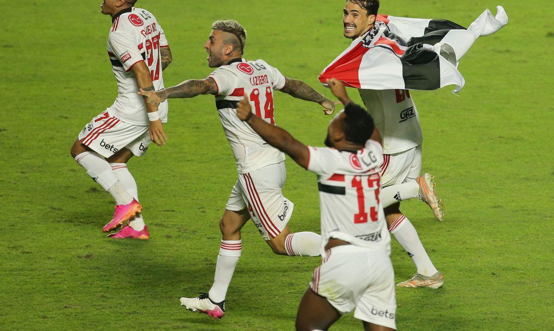 sao-paulo-vence-palmeiras-por-2-a-0-e-conquista-o-campeonato-paulista