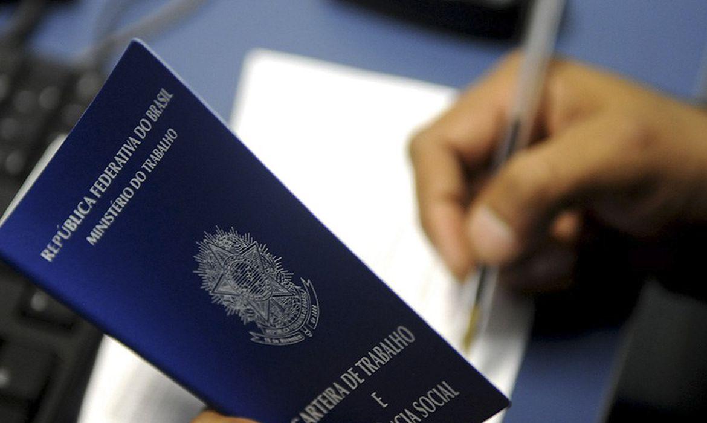 caged:-brasil-cria-120,9-mil-empregos-com-carteira-assinada-em-abril