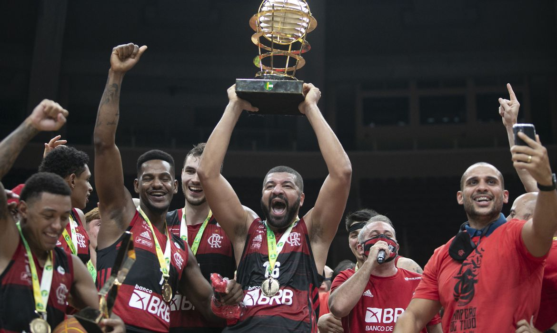 basquete:-flamengo-volta-a-bater-sao-paulo-e-conquista-nbb