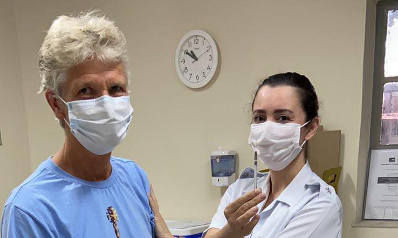 pia-sundhage,-de-61-anos,-recebe-1a-dose-da-vacina-contra-covid-19