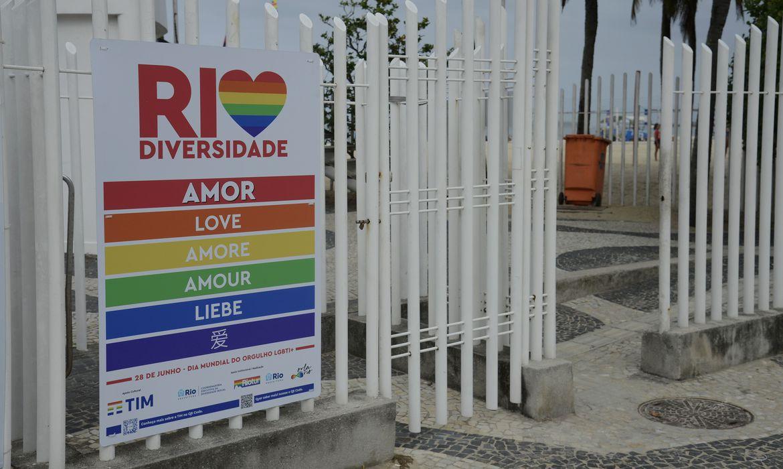 rio-celebra-mes-de-orgulho-lgbti+-com-instalacao-de-paineis-na-orla