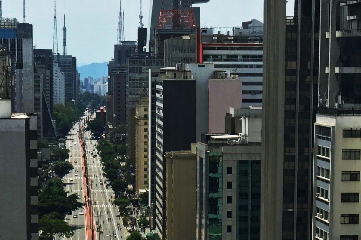 Avenida Paulista tem manifestação contra racismo