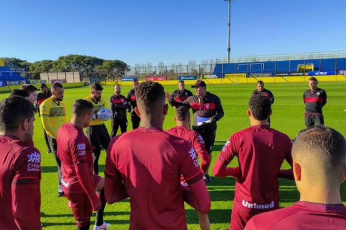 Bragantino e Atlético-GO jogam pela Sul-Americana nesta terça