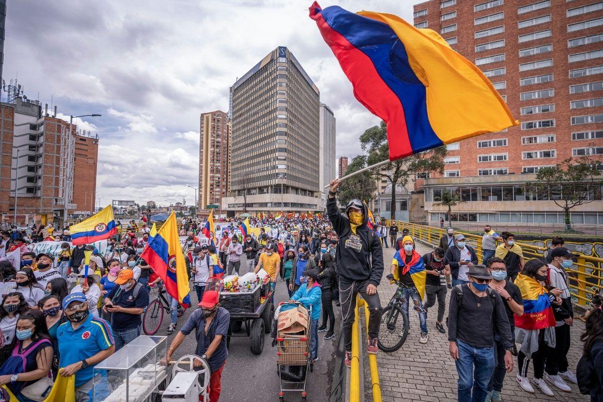 Colômbia começa um diálogo entre denúncias de brutalidade policial
